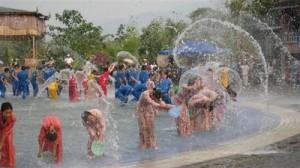 雲南省の水掛け祭り