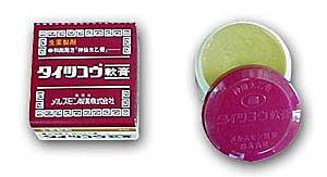 「神仙太乙膏」。写真の製品の商品名は「タイツコウ軟膏」